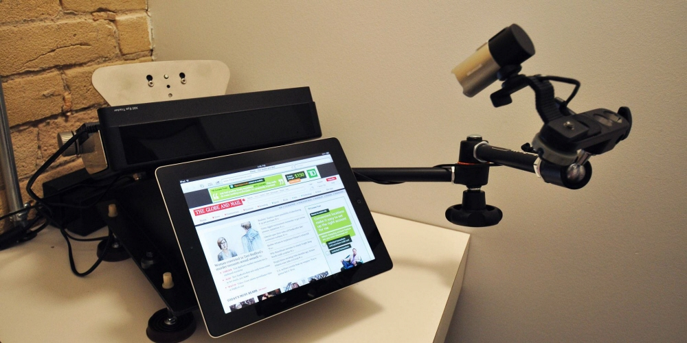 A test setup including Tobii Pro X60 and Mobile Device Stand.