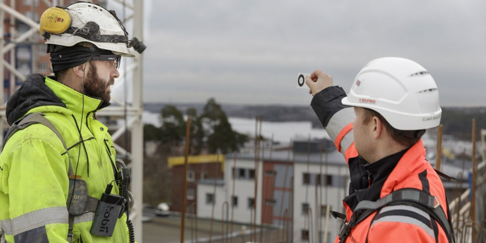 Tobii Pro Glasses 2 Helmet edition is used at construction site to improve situational awareness and safety at work places