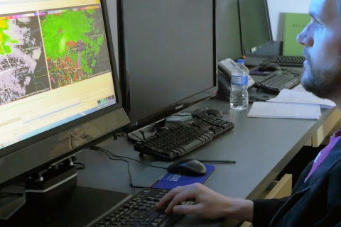 Looking at weather maps with screen based eye tracking