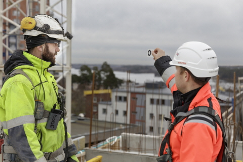 Situational awareness improvement at construction site with Tobii Pro Glasses 2 Helmet edition