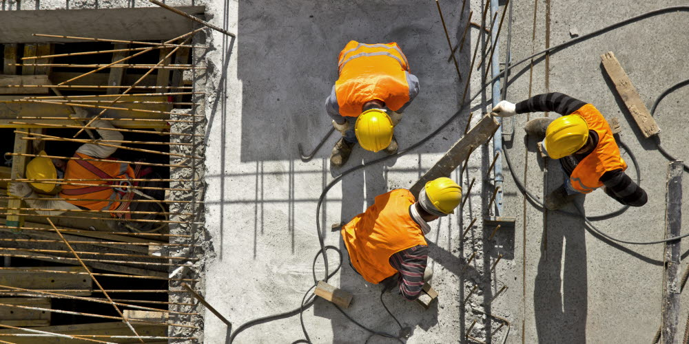 Workers on a construction site - Situational awareness
