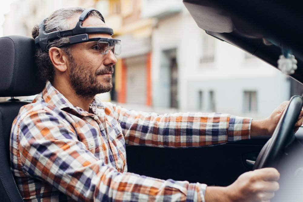 Bitbrain - Tobii Pro partner - man driving a car with wearable eye tracking glasses